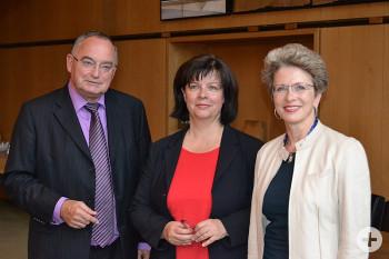 Auf dem Bild von links: Klaus Krumrey, Petra Roser und Oberbürgermeisterin Barbara Bosch