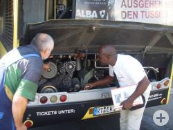Fahrer aus Bouaké erhält Einweisung und Wartungsschulung am Bus