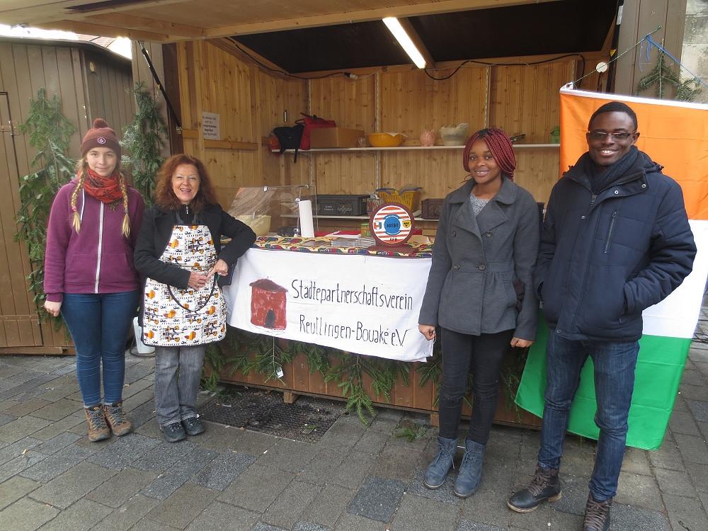 Bouaké-Stand auf dem Reutlinger Weihnachtsmarkt