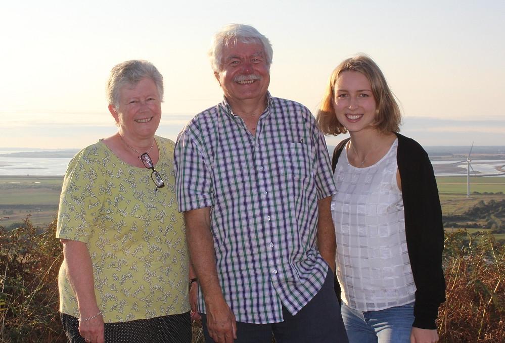 Mona in Ellesmere Port mit Mitgliedern der Friendship Group