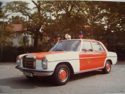 Einsatzleitwagen der Feuerwehr Reutlingen es handelt sich um einen alten Mercedes
