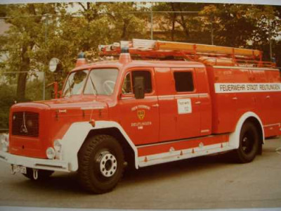 Ein altes Löschgruppenfahrzueg mit Tragkraftspritze der Feuerwehr Reutlingen Magirus