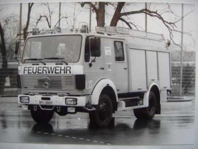 Ein altes Trockentanklöschfahrzueg der Feuerwehr Reutlingen Magirus