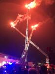 Nacht der offenen Tür bei der Feuerwehr Reutlingen - Drehleiterballett bei Nacht