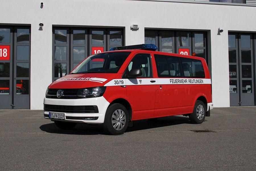Mannschaftstransportwagen der Abteilung Berufsfeuerwehr als VW Bus