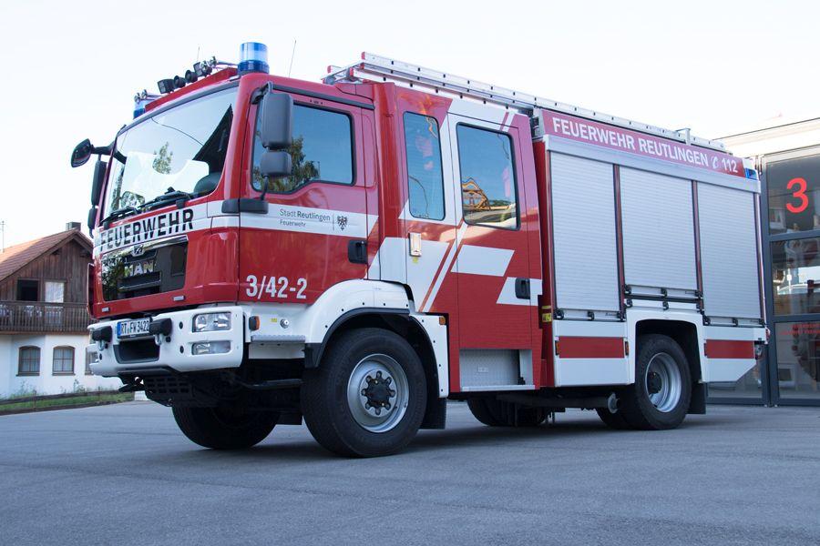 2 Löschgruppenfahrzeug 10 zur Brandbekämpfung und einfachen technischen Hilfeleistung