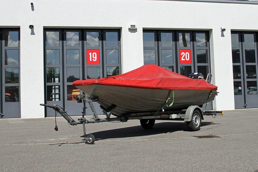Anhänger Feuerwehrboot