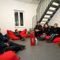 Die Gründungsmitglieder der Kinderfeuerwehr Sondelfingen sitzen im Kreis bei einer Vorstellungsrunde