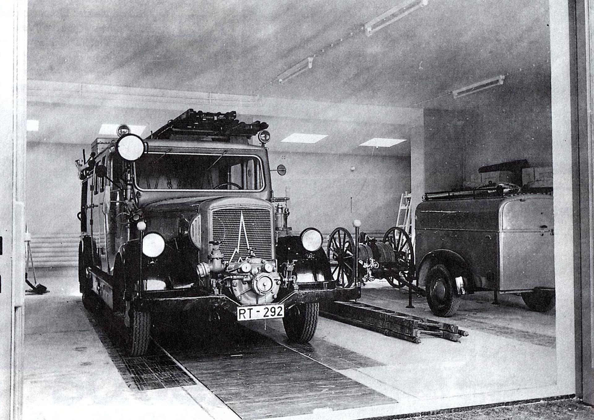 Schlachkarren und ein altes Löschgruppenfahrzeug
