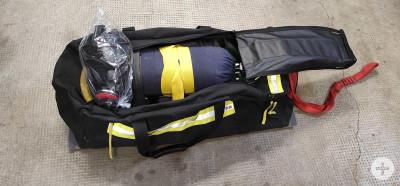 Rettungstasche  mit Pressluftatmer offen der Atemschutznotfalleinheit
