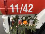 Die Tassen des Weihnachtsgeschenks für die Kinderfeuerwehr im heißen Zustand