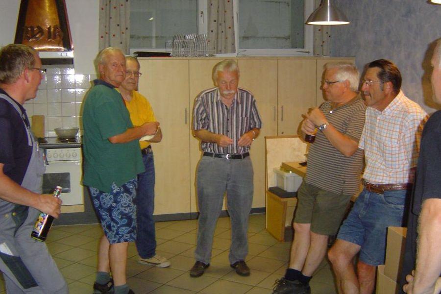 Mitglieder der Altersabteilung im Feuerwehrhaus