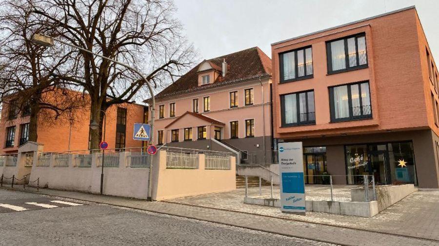 Altes Schulhaus in der Tannheimer Straße; heute Pflegeheim