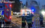 Symbolbild für Brandeinsatz, man sieht auf dem Bild zwei Löschgruppenfahrzeuge und zwei Feuerwehrmänner
