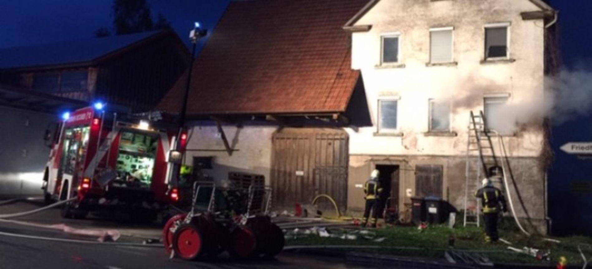 Einsatzübung der Feuerwehr Rommelsbach in einem alten Bauernhaus
