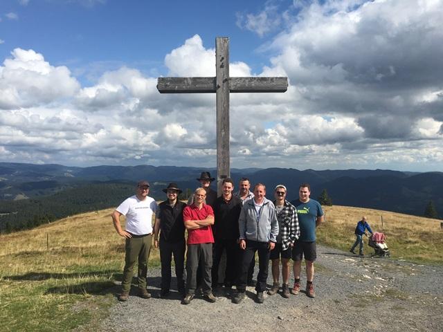 Gruppenbild vor dem Gipfelkreuz