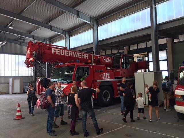 Besichtigung der Feuerwache 3 in Aachen mit Feuerwehrkran