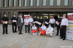 Gruppenbild der letzten Testmannschaft aus DRK und Feuerwehr Rommelsbach vor der Stadthalle