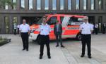 Vor der Stadthalle stehen von links: OB Thomas Keck, Michael Reitter, BM Alexander Kreher und Harald Herrmann