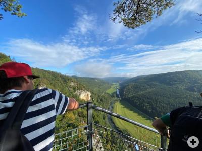 Gruppe auf dem Ausblick ins Donautal