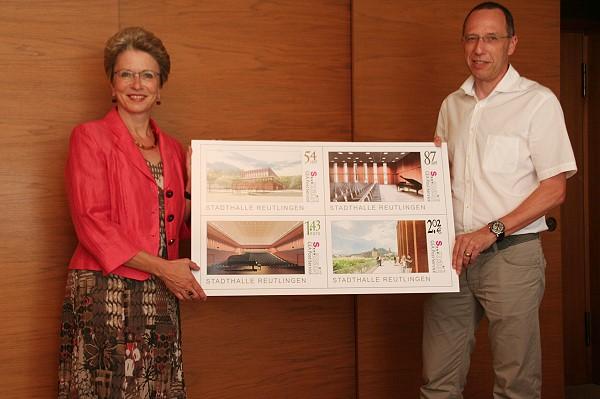 Oberbürgermeisterin Baraba Bosch und S..mail-Geschäftsführer Wolfgang Schmid