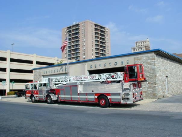 hier sehen Sie ein Einsatzfahrzeug der Feuerwehr Reading