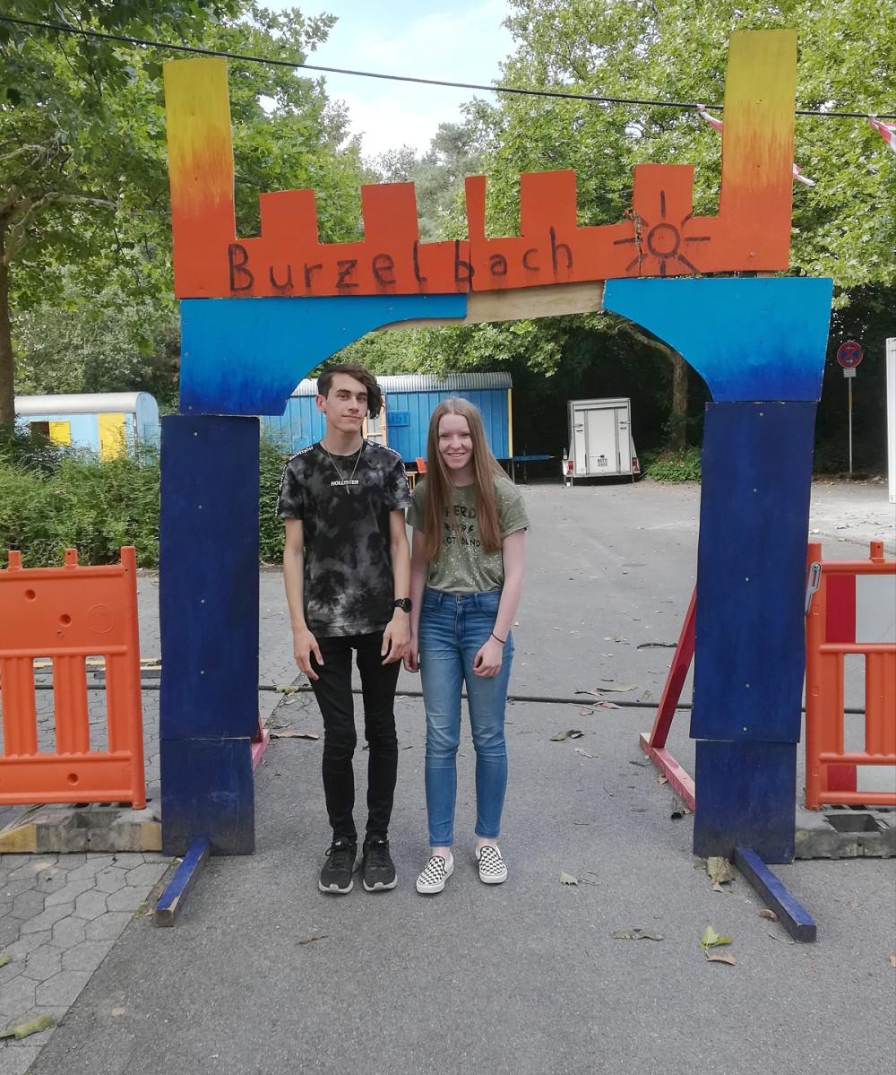 Schüler und Studenten aus der englischen und amerikanischen Partnerstadt bei der Kinderferienstadt Burzelbach