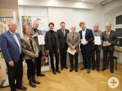 v.l.n.r.: Harald Neu, Prof. Dr. Christel Köhle-Hezinger, Dr. Werner Ströbele, Dr. Martina Schröder, Regierungspräsident Klaus Tappeser, Prof. Dr. Manfred Thierer, Michael Waizenegger, Franz Romer, Dr. Ludwig Ohngemach