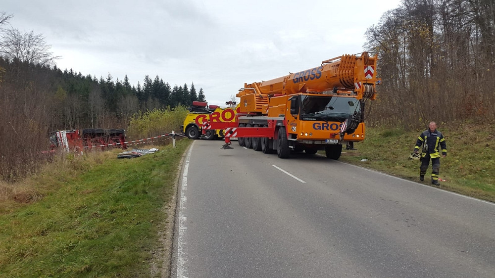 Aufwendige Bergung des Feuerwehrkrans
