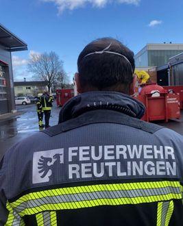 Feuerwehrmann von hinten